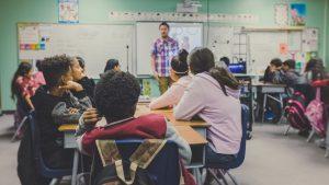 Så integrerar du sexualundervisningen i skolämnena