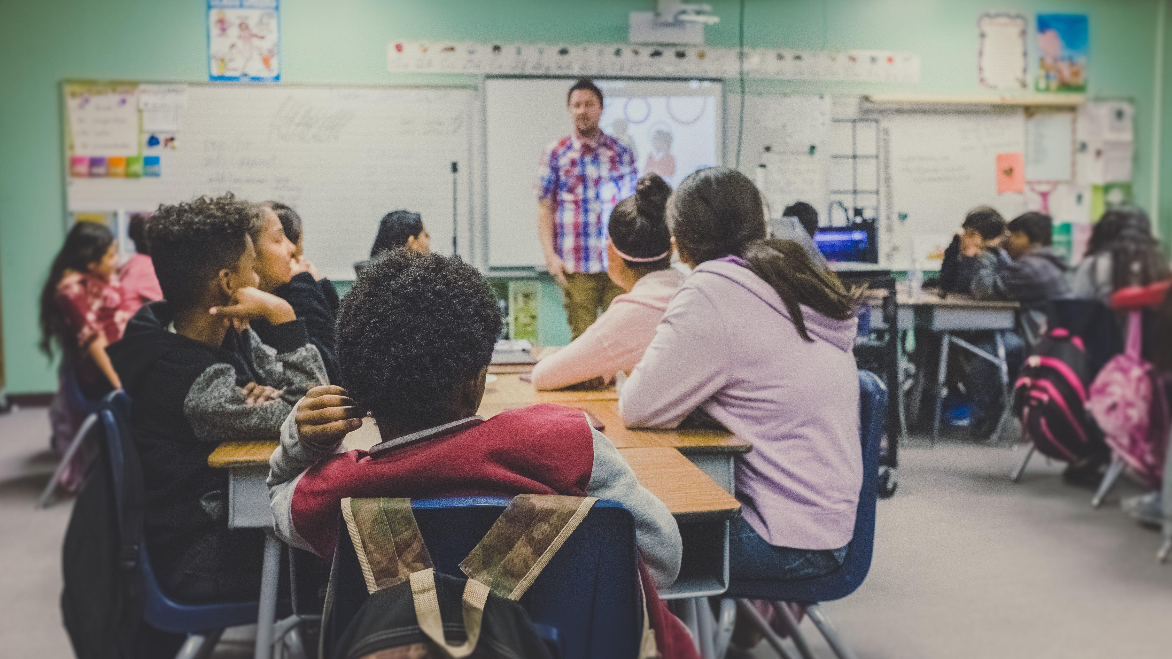 Sexualundervisning kan integreras i många skolämnen