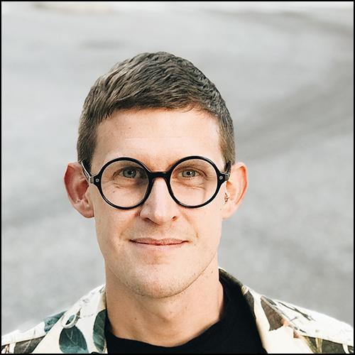 Kalle Norwald föreläser om sexualitet, normer, inkludering, hbtq+ och intimitet.